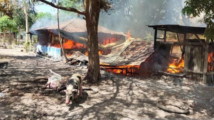 Rumah Dibakar Akibat Bentrokan di Kupang
