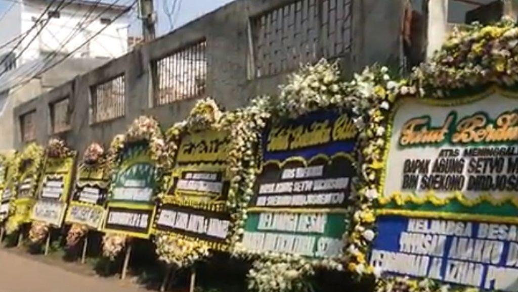 Ayah Nino RAN Meninggal, Karangan Bunga Penuhi Rumah Duka