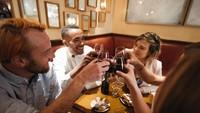 Wah Gawat! Pemilik Bar Ditangkap Gegara Jual Kartu Vaksin Palsu ke Turis