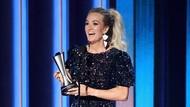 Pakai Perhiasan dari Indonesia, Carrie Underwood Jadi Sorotan