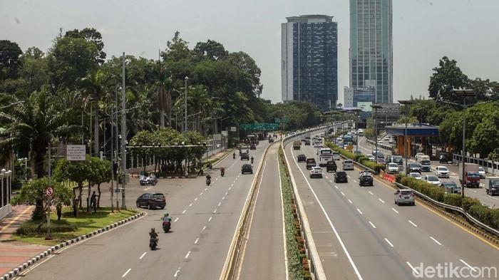Unjuk rasa buruh ke gedung DPR hingga siang ini belum terjadi. Begini kondisi di sekitar gedung DPR/MPR, Jakarta, Senin (5/10).