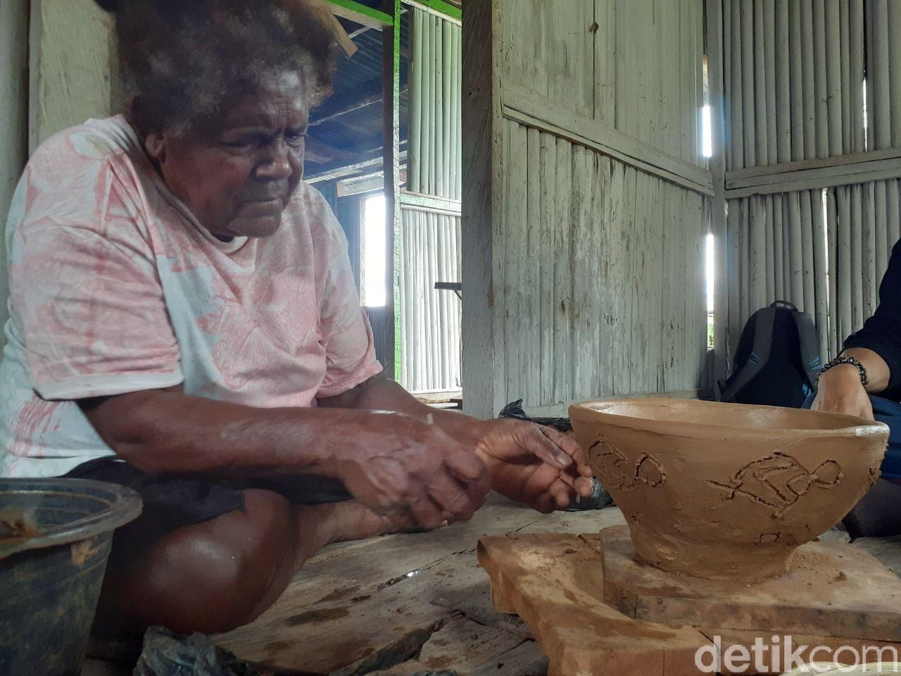 Kampung Abar perajin gerabah Papua