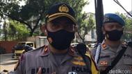Ngaku Anak Dibawa Kabur, Perempuan Ini Demo Sendirian di Depan Istana