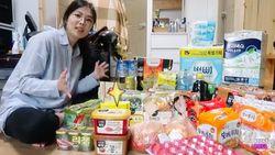 Korsel Beri Paket Rp 5 Juta untuk Isolasi Mandiri, Isinya Makanan Enak!