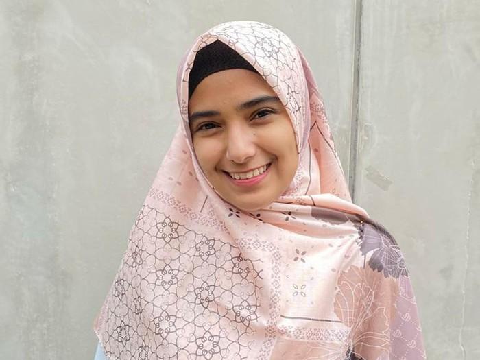 Meskipun sedang banyak masalah, Nadya tidak menunjukkan air matanya ke publik. Sebaliknya ia selalu mengunggah fotonya yang selalu tersenyum.  (Foto: Instagram @nadyamustikarahayu)