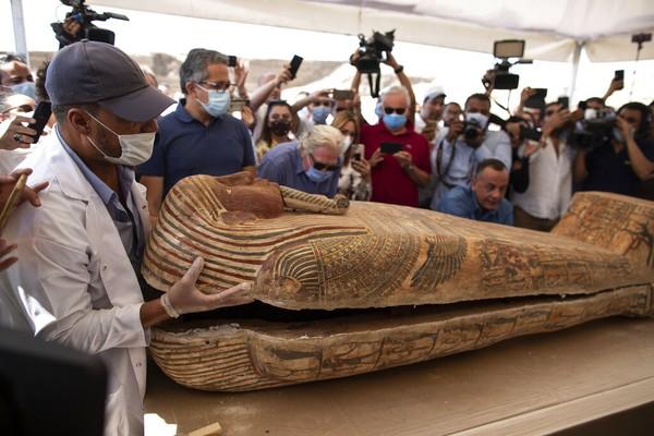 El-Anany juga menambahkan bahwa ada sejumlah peti mati yang belum digali di daerah yang sama.