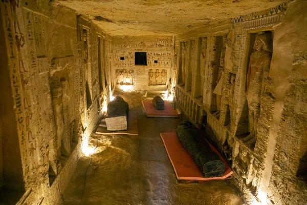 El-Anany mengatakan peti mati Saqqara akan bergabung dengan 30 peti mati kayu kuno yang ditemukan sebelumnya di kota selatan Luxor, dan akan dipamerkan di Museum Agung Mesir yang baru, yang dibangun Mesir di dekat Piramida Giza.