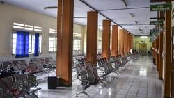 Rumah Sakit Umum Daerah (RSUD) Kabupaten Ciamis, Jawa Barat, Senin (5/10/2020) tak menerima pasien BPJS Kesehatan karena masih terkendala soal pembayaran.