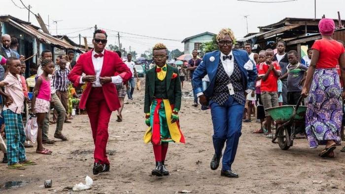 Komunitas Sape yang diikuti warga Kongo menarik perhatian publik. Warga di komunitas itu bergaya necis dan parlente dengan pakaian dari merek-merek terkenal.