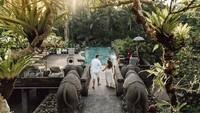 The Kayon Resort dinobatkan sebagai Best Romantic Hotel in the World berdasarkan pilihan para traveler di Tripadvisor. Predikat ini mereka dapat pada 2010 dan beberapa kali masuk sebagai Top 25 untuk kategori Hotels for Romance (Instagram/@thekayonresort)