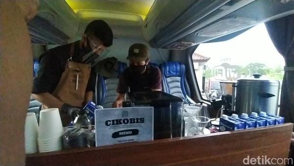 Wisatawan cukup mengeluarkan tiket Rp 50 ribu per orang. Tiket sudah termasuk fasilitas Bus wisata ber AC, 1 gelas kopi panas atau dingin sesuai selera dari Majikan Coffee, Snack cemilan khas Ciamis dan kelengkapan pertolongan pertama.
