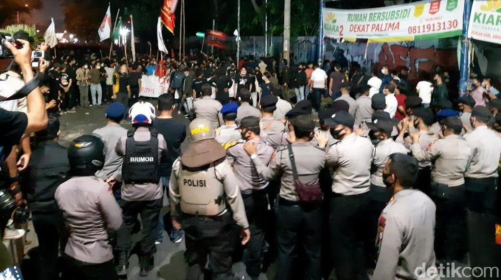 Demo Omnibus Law di Serang Berujung Ricuh