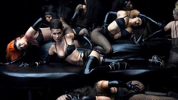 Fashion Show Savage x Fenty Vol.2 Rihanna