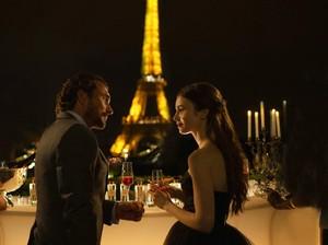 Momen Lily Collins Dilamar Pacar, Lebih Romantis dari Emily in Paris