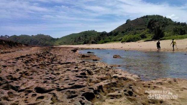 Pantai Jelangkung di Malang