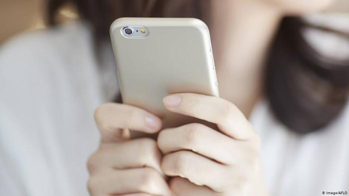 Pelecehan Online terhadap Perempuan Mendorong Mereka Keluar dari Medsos