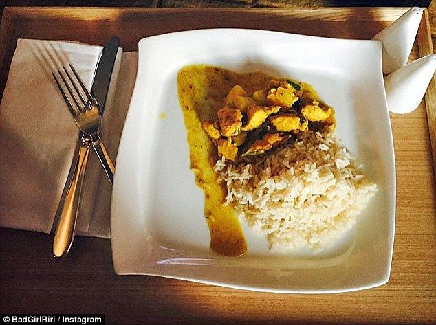 Rihanna Jalani Pola Makan Sehat yang Diatur Chef Pribadi