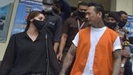 Nora Alexandra dan Keluarga Sembahyang di Pura, Doakan Jerinx Bebas