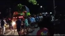 Viral Video Truk Sarat Muatan Terobos Ajang Balapan Liar di Situbondo