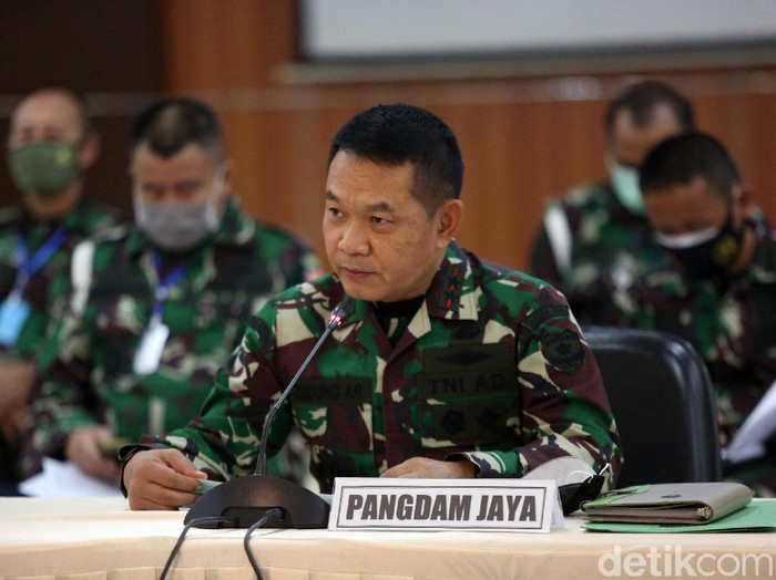 Pusat Polisi Militer memberikan keterangan pers terkait kasus perusakan Polsek Ciracas. Total ada 74 prajurit TNI yang jadi tersangka.