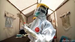 Tes swab jadi salah satu cara deteksi dini penyebaran virus Corona di masyarakat. Puskesmas Kecamatan Gambir pun memberikan layanan tes swab gratis bagi warga.