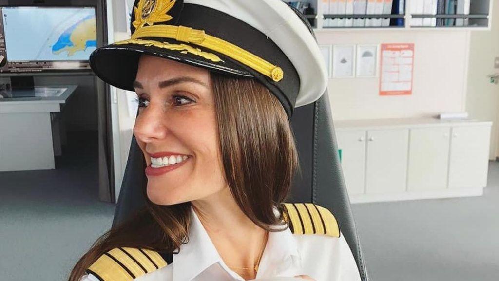 Potret Wanita Cantik yang Jadi Kapten Kapal Pesiar, Sering Dikomentari Seksis