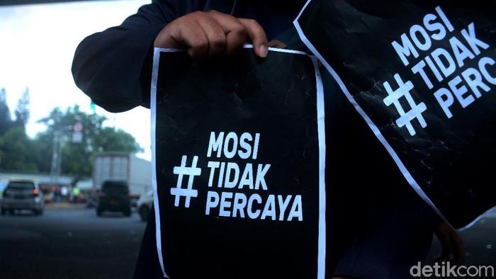 Sejumlah mahasiswa menggelar aksi unjuk rasa di Jakarta. Aksi itu digelar untuk menolak disahkannya UU Cipta Kerja.
