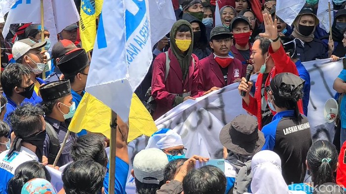 Massa Tolak Omnibus Law di Sukabumi