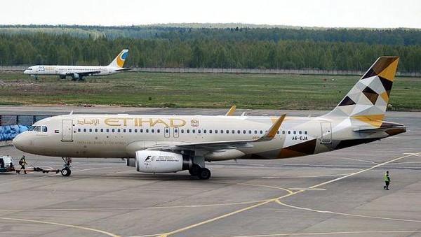 Sebelum pensiun dan jadi penginapan, pesawat Airbus ini dimiliki oleh Etihad, Air Malta dan juga Air Canada. Untuk menginap 2 malam di sini, traveler harus menyiapkan kocek sebesar 298 Poundsterling (setara Rp 5,6 jutaan). (dok. Apple Camping)