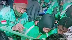Ini Sosok Polisi yang Viral Traktir Ojol Saat Demo di Surabaya