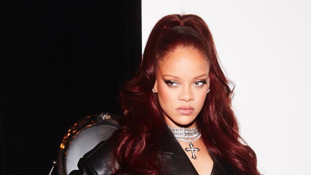 Rihanna Ingin Bantu Joe Biden Buang Sampah, Sindir Trump?