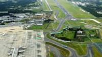 Tinggal di dekat bandara punya banyak tantangan. Namun, petani ini malah punya sawah di tengah bandara terbesar kedua Jepang (Facebook)