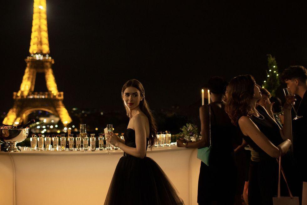 Adegan dalam Emily In Paris