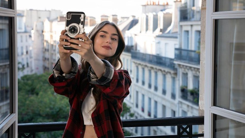 Adegan dalam Emily In Paris