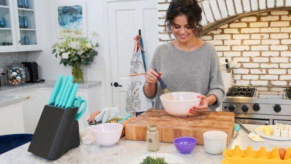Alat Dapur Favorit Seleb Hollywood, Selena Gomez hingga Kris  Jenner