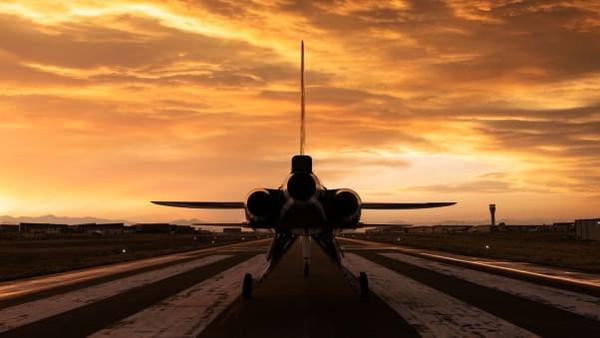 XB-1, yang memiliki lebar sayap 6,4 meter, dilengkapi dengan tiga mesin J85-15, dirancang oleh General Electric. Mesin itu bakal menyuplai daya dorong lebih dari 12.000 pon, memungkinkannya terbang melebihi kecepatan supersonik.