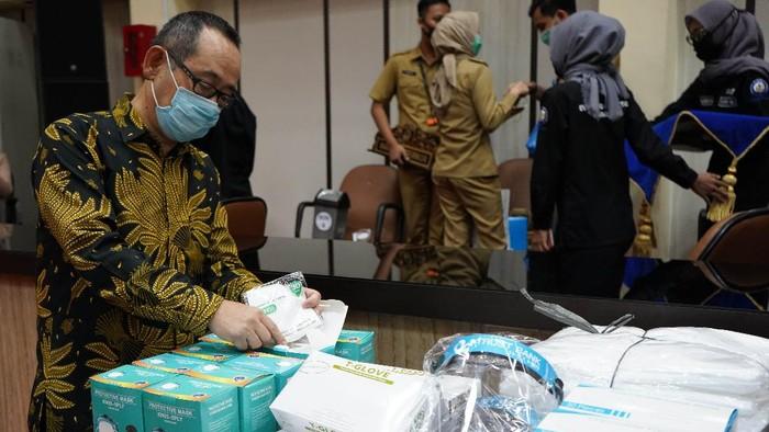 Kali ini giliran Sumatera Selatan yang kebagian bantuan APD untuk para tenaga medis yang berada di garda terdepan.