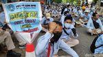 Penampakan Buruh Astra Daihatsu Demo Tolak Omnibus Law