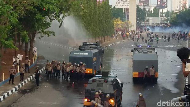 Demo Omnibus Law di Makassar.