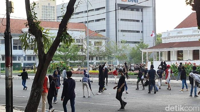 demo omnibus law di surabaya ricuh