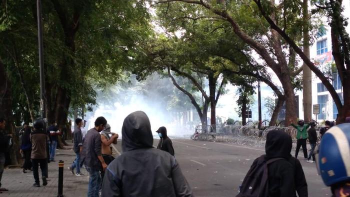Demo tolak omnibus law di DPRD Sumut ricuh (Datuk Haris-detikcom)