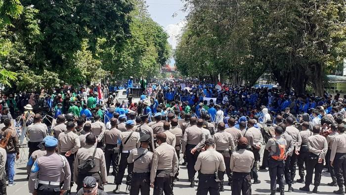 Demo tolak omnibus law di Palu (Foto: M Qadri/detikcom)