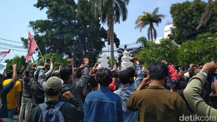 Demonstran di Cirebon Tolak Omnibus Law