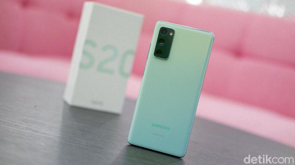Hands-on Galaxy S20 FE (Fan Edition), Trendi dan Nyaman Digenggam