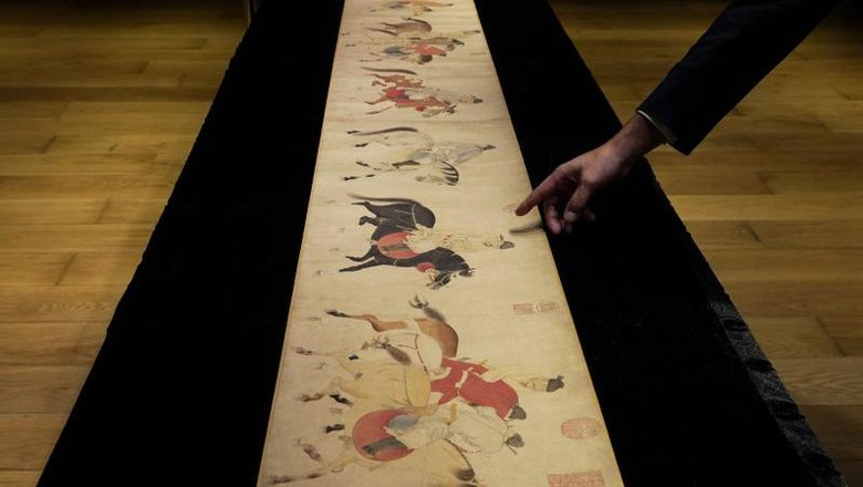 Sebuah gulungan China legendaris terjual seharga USD 41,8 juta atau sekitar Rp 616 miliar. Gulungan ini berasal dari Dinasti Yuan.