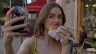 Momen Seru Lily Collins Saat Ngemil Croissant di Emily in Paris