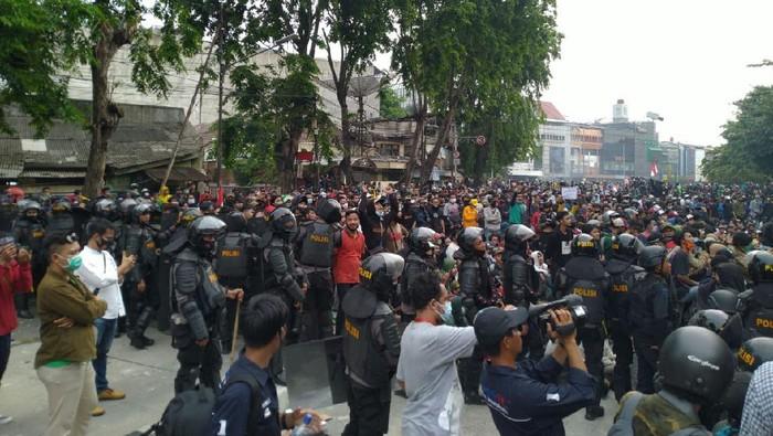 Massa demo di Jalan Suryopranoto, Jakpus (Foto: Sachril/detikcom)