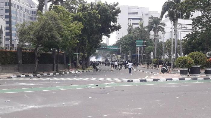 Massa demo ricuh di Jalan Budi Kemuliaan dan Jalan MH Thamrin Jakpus (Foto: Ilman/detikcom)