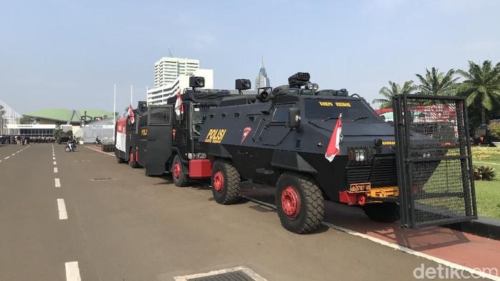 Persiapan pengamanan antisipasi demo di depan Gedung DPR.