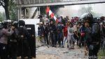 Polisi Pukul Mundur Massa Anarkis di Patung Kuda